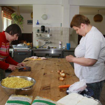 Kasia i Ania w kuchni